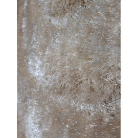 Beżowy dywan